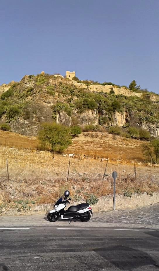 Castillos y motos 2012-08-21-09-28-56